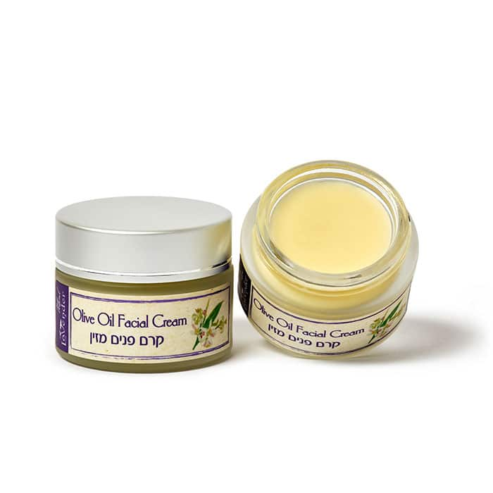 A wide range of products to moisture dry and very dry skin.